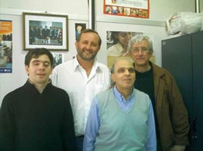 José Luis Gómez (izq) y Abel Bruzzio (der), junto a Sandra Ramírez dejaron en alto el ajedrez sanisidrense en Córdoba