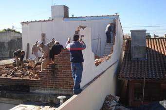 Demolieron construcción irregular en Martínez