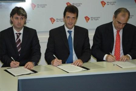 Sergio Massa, junto a los presidentes del Bapro, Dr. Guillermo Francos, y de Bapro Medios de Pago, Daniel Ramundo