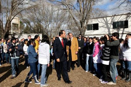 El Gobernador en los festejos por el 40º aniversario de una escuela isleña de San Fernando