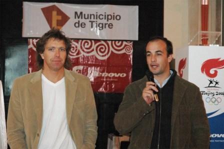 Charla del periodista Alejandro Fantino en el Polideportivo Los Troncos