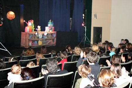 """Los """"locos bajitos"""" coparon los teatros Sanisidrenses"""
