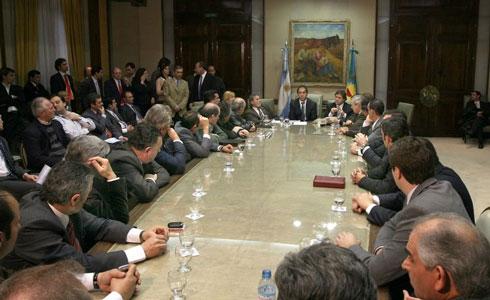Scioli entregó subsidios a intendentes de 26 municipios