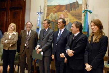 El secretario de Gobierno, Eduardo Cergnul, asistió al acto de entrega representando al intendente Julio Zamora.
