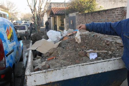 Uno de los lugares donde se encontraron partes del cuerpo descuartizado de un hombre en el interior de tres bolsas de residuos repartidas en dos calles de la localidad bonaerense de Boulogne