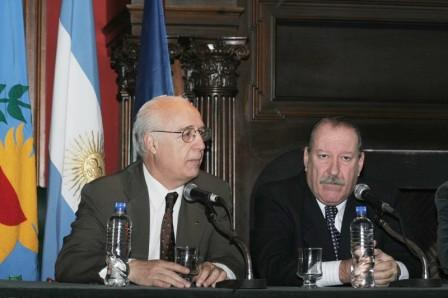 El Intendente de San Fernando, Osvaldo Amieiro, y el Director Titular de la empresa AySA (Agua y Saneamientos Argentinos), Oscar Vélez