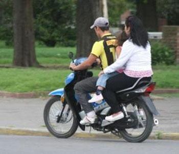Usan casco sólo seis de cada diez motociclistas en el Gran Buenos Aires