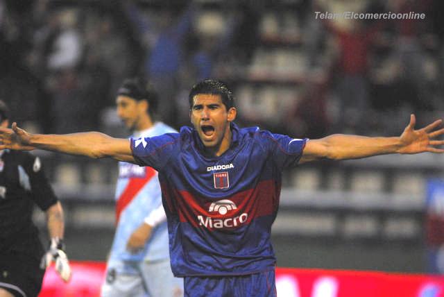 Diego Castaño festeja su gol