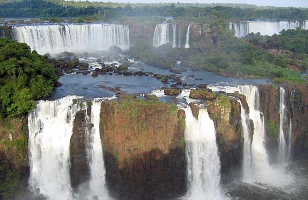 Habilitan la actividad turística en los Parques Nacionales Iguazú e iberá