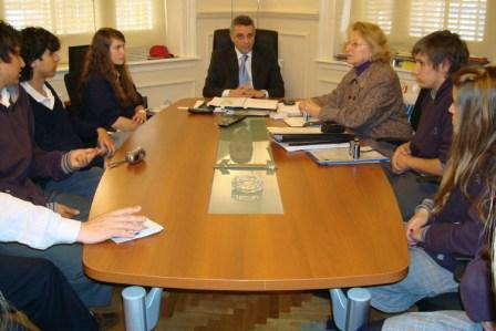 Zamora recibió a alumnos premiados del Colegio San Ramón