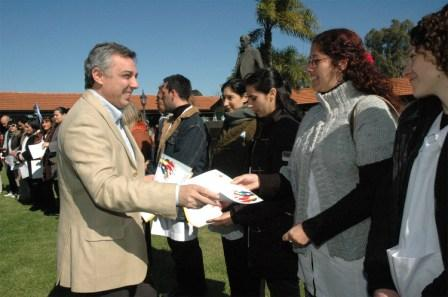 El Intendente de Tigre Julio Zamora celebró esta mañana el día del maestro junto a escuelas públicas y privadas, funcionarios y gran cantidad de vecinos de Tigre.