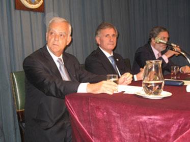 El escribano Diego Tarigo, presidente de la delegación San Isidro junto al titular del Colegio  Provincial, Jorge Mateo