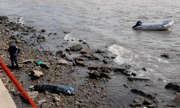 No identifican al hombre que aparecio muerto en el Rio de la Plata