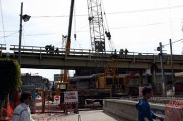 Posse observó la marcha de los trabajos de desmantelamiento del puente de boulogne