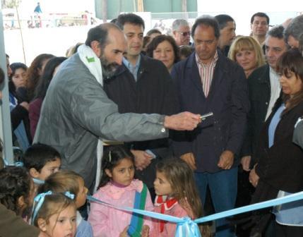 El jefe de Gabinete encabezó junto al gobernador bonaerense y al intendente de Tigre, Julio Zamora; el acto de inauguración de un jardín de infantes en el barrio Las Tunas