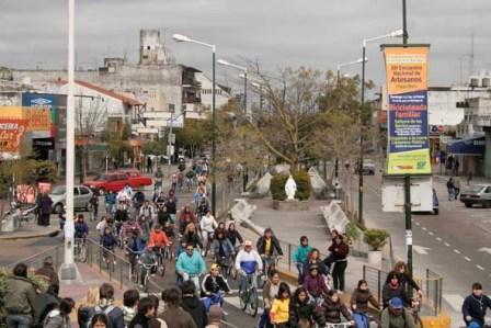 Cientos de Sanfernanadinos se sumaron a la bicicleteada para festejar el día de la primavera