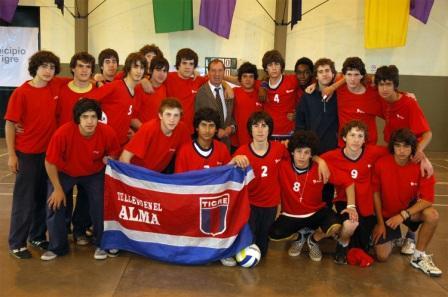 Carlos Bilardo visitó el polideportivo de Troncos del Talar