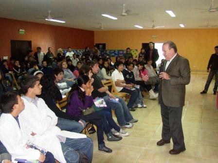El Intendente de San Fernando, Osvaldo Amieiro, participó del Segundo Encuentro Parlamentario para chicos de ESB del distrito, que se realizó en el CEDEC N° 1.