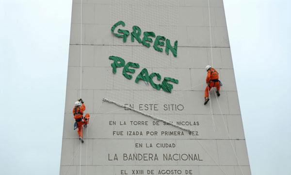 El gobierno porteño denuncia ante la justicia a Greenpeace por la protesta en el obelisco