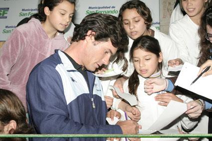Exitoso encuentro de deportistas olímpicos de la ciudad con estudiantes de San Fernando