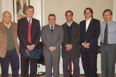 El intendente de Tigre, Dr. Julio Zamora, junto al presidente del Club Pueyrredón, Dr. Bernard Malone, firmaron un convenio para la instalación de una sede de la institución en Tigre.