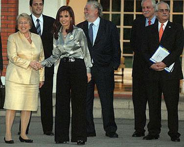 Bachelet confirmó que Cristina viajará a Chile