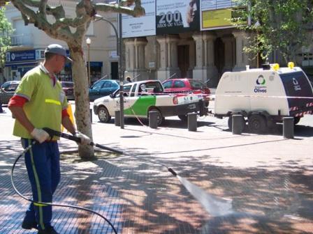 Hidrolavado de veredas y mobiliario urbano en espacios públicos de San Fernando