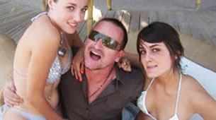 Bono in fraganti con dos chicas