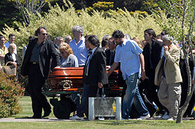 Dolor en el último adiós a Pompilio