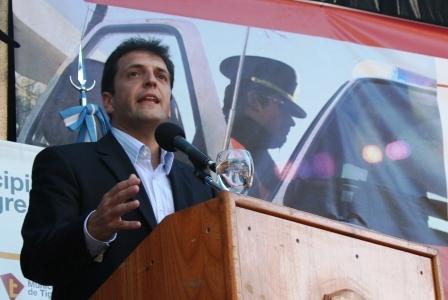 El jefe de Gabinete, Sergio Massa, participó esta tarde junto al Gobernador Scioli de la entrega de 30 patrulleros al Distrito de Tigre