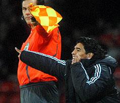 Un Maradona distinto desde el banco del seleccionado