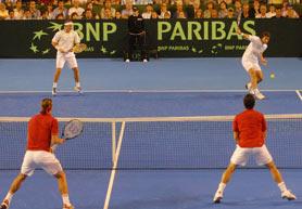 Argentina cayó en el dobles ante España y complico su futuro