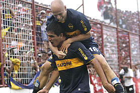 Boca se hizo fuerte en Tucumán gano y es el único puntero