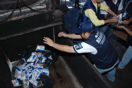 La aduana incineró 500 kg de efedrina incautada en un operativo antidroga