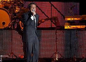 Luis Miguel cantó en Buenos Aires ante cuarenta mil personas
