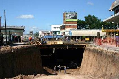 Hormigonan puentes carreteros y plaza seca sobre el túnel de boulogne