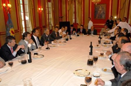 Scioli destaca el rol y compromiso de los intendentes