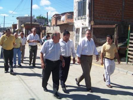Amieiro recorrió las nuevas calles asfaltadas de Carupá