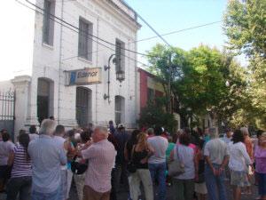 Vecinos se movilizaron a la sede de Edenor en San Fernando para protestar por los aumentos