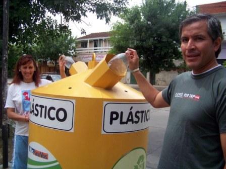 Con la participación de quince instituciones locales y vecinos de San Fernando, la Municipalidad ya lleva recolectados 13.744 kg. de vidrio y plástico en lo que va de 2009