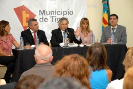 Intendente de Tigre, Dr. Julio Zamora, el Ministro de Salud de la Provincia de Buenos Aires, Dr. Claudio Zin, el Presidente del Honorable Concejo Deliberante, Daniel Gambino, la Secretaria de Política Sanitaria y Desarrollo Humano, Malena Massa