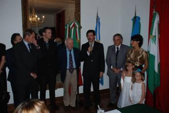 El intendente Posse hablando durante la ceremonia de reapertura del Viceconsulado Itálico