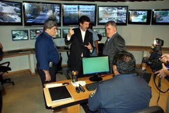 El gobernador Das Neves visitó el sistema de cámaras de seguridad de San Isidro