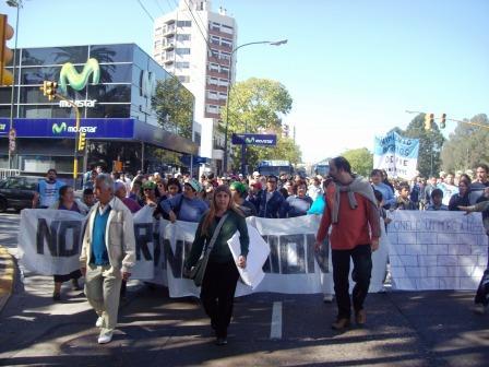 Masiva marcha multisectorial contra el muro de San Isidro