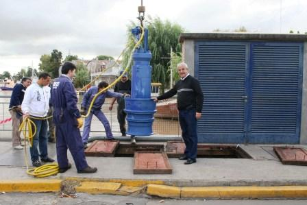 Se instalaron dos bombas de agua en el Canal Patiño