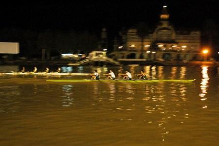 Regatas nocturnas en aguas del Río Luján