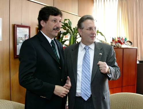 El intendente Posse y el embajador Wayne ratificaron el compromiso conjunto que continuar apoyando a la Institución Fátima