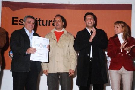Massa y Scioli entregaron 140 escrituras en Tigre