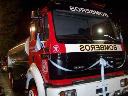 Los Bomberos Voluntarios de San Fernando presentaron el nuevo camión en una emotiva ceremonia