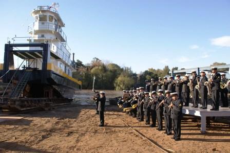 Se realizó el acto de botadura de un nuevo buque remolcador que fue fabricado en un astillero de Tigre